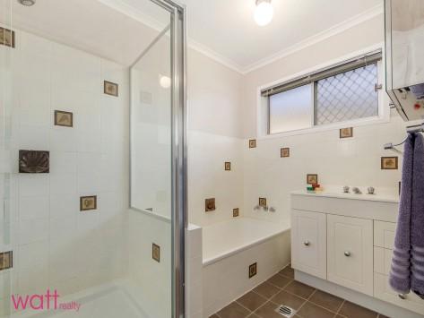 12-Bathroom_2600883348_20160309014403